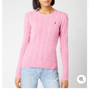 En vacker ralph Lauren rosa stickad tröja. Storlek M-S, passar båda perfekt. Använd max 3 gånger, är som helt ny. Kan fraktas :)