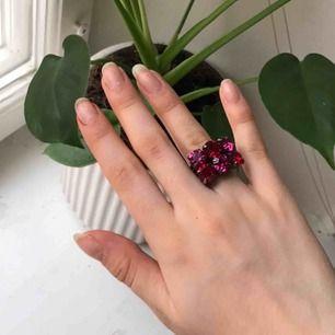 Röd och rosa ring köpt i vintagebutik! Frakt 9 kr💕💕