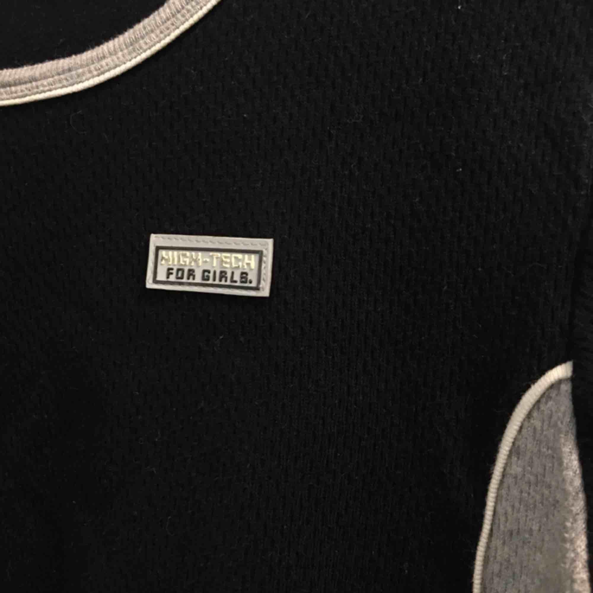 """Långärmad """"High Tech For Girls"""" tröja i tjock bomull.  (っ◔◡◔)っ MÅTT: Byst: 45cm Längd: 45cm Ärm: 54cm. Tröjor & Koftor."""