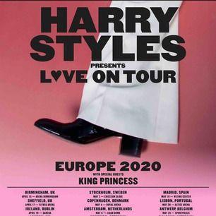 """säljer en Harry styles biljett till hans uppkommande """"love on tour"""" turné nästa år! säljer pga att jag köpte fel plats och har nu köpt en ny. möts upp i Uppsala!💕"""