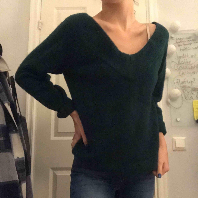 Oanvänd stickad tröja från hm. Köparen står för frakt🌸🌸. Stickat.