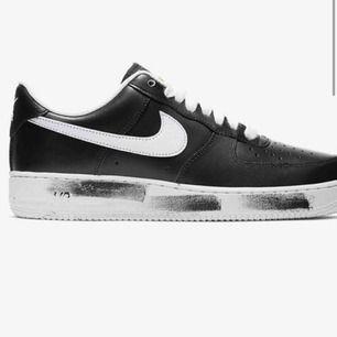 Finns bara några få par av dessa och jag har inte använt de. Väldigt rare🥺🥺 Behöver sälja då jag har för många skor...
