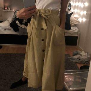Kjol från trendhouse endast använd en gång. Sälj pågrund av för stor. Orginalpris: 299kr