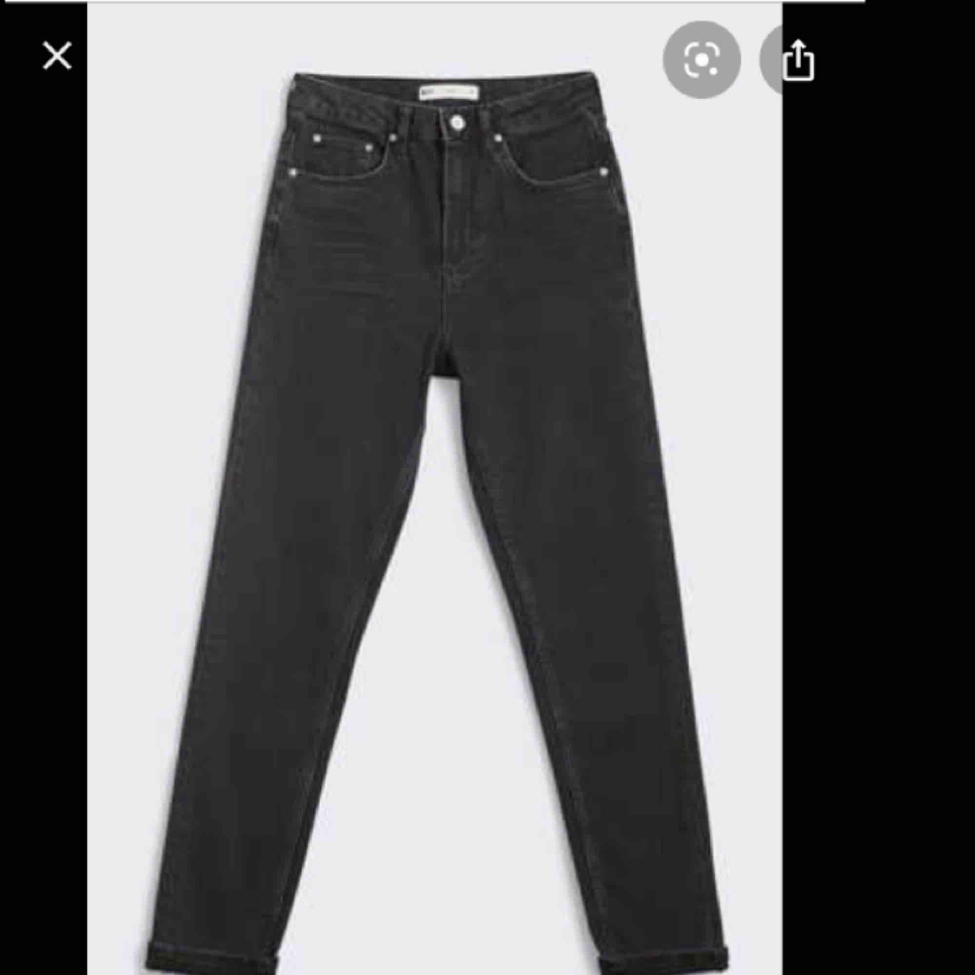 Leah slim mom jeans från ginatricot. Går ej att köpa i butik längre, bra skick. Jeans & Byxor.