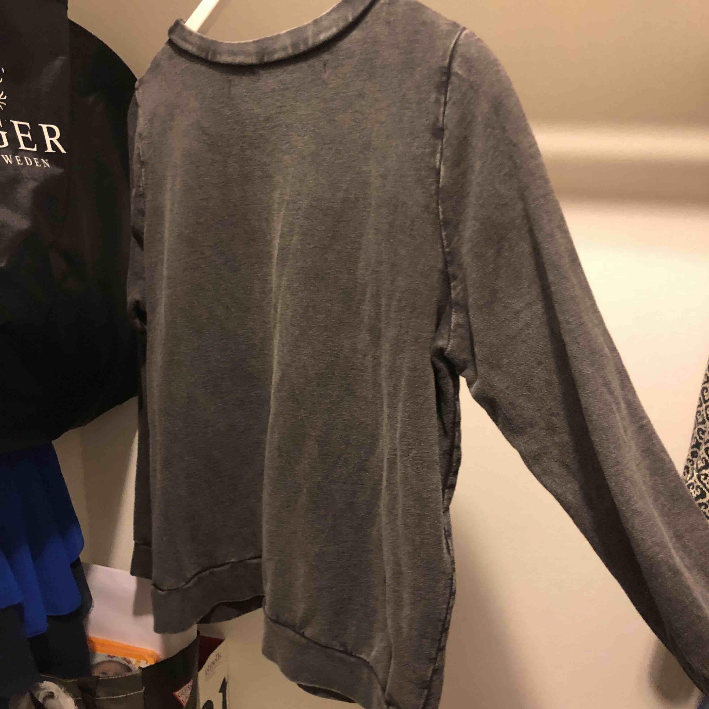 Grå cool tröja från lager 157, använd några gånger. Köparen står för frakten . Tröjor & Koftor.