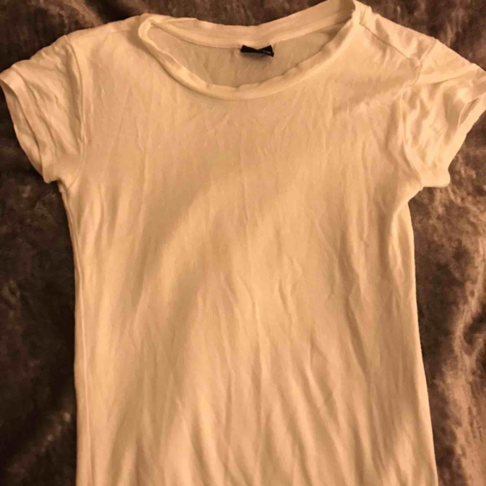 Mjuk skön t-shirt Frakt: 42. T-shirts.