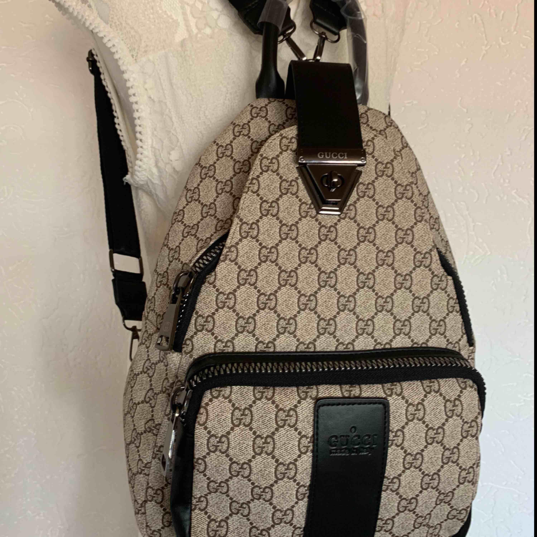 Backpack ryggsäck väska  mycket bra kvalite  extra xl dragkedja En A kopia på inspirerad Gucci väska ny   Kan fraktas . Väskor.