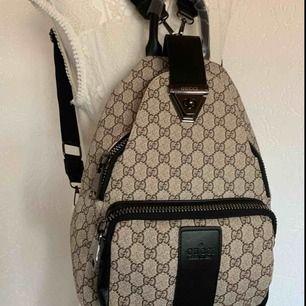 Backpack ryggsäck väska  mycket bra kvalite  extra xl dragkedja En A kopia på inspirerad Gucci väska ny   Kan fraktas