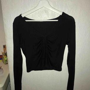 Skitsnygg svart långärmad tröjan bra skick, storlek M men passar även S!💗 frakten är inräknad i priset. (Vid upphämtning blir priset lägre)