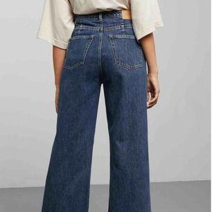 Säljer mina favorit WEEKDAY byxor i modellen Ace som tyvärr inte kommer till så mycket användning längre. Är i toppen skick och är i storlek 26 i midjan och 30 i längden. Köparen står för eventuell frakt.