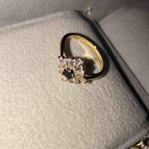Sjukt snygg unik ring! Doppad i äkta guld! 9kr frakt eller mötas upp🥰🥰🥰🌸