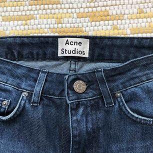 Säljer mina fina Acne-jeans då de inte kommer till användning. Superfint skick! Köparen står för frakten💙