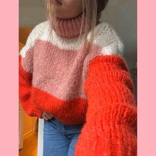 Jättefin stickad tröja från chiquelle, säljer pga aldrig använder längre💓köparen står för frakten, kan skicka fler bilder om det önskas