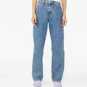 Jeans från Monki i storlek 27 vilket ungefär motsvarar Small. Dem är i bra skick. Möts upp i Stockholm annars står köparen för frakt