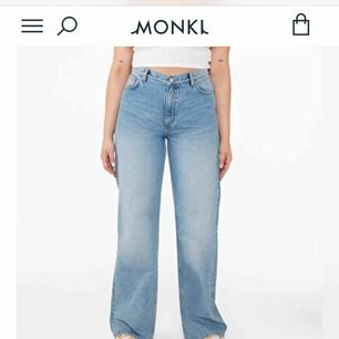 Monki jeans modell Yoko. Skitsnygga, säljs pga att de inte passar. Midjemått 25. Du betalar frakt, brukar vara runt 30-50 kr.