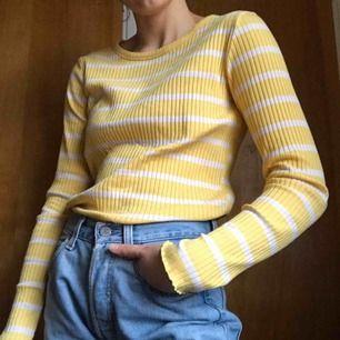Jätteskön långärmad tröja för er som fryser. Väl använd men har inga fel. Frakt ingår!