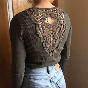 Skön, långärmad tröja med SÅ fin färg. Säljer pga för liten för mig :/. Använd väl men har inga fel😎