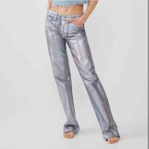 Söker dessa byxor från zara i storlek 34, 36 eller 38! Kan mötas upp i Stockholm👌🏽💕 skriv om du vet någon som säljer eller om du säljer