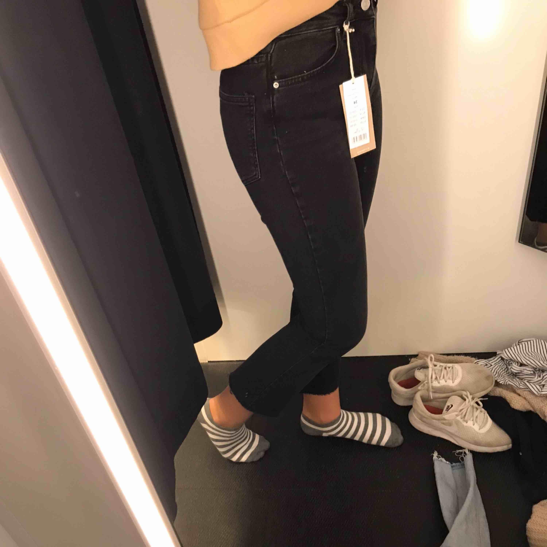 Snygga jeans från Gina Tricot. Säljes då de inte kommer till användning längre. Köparen står för frakt. Jeans & Byxor.