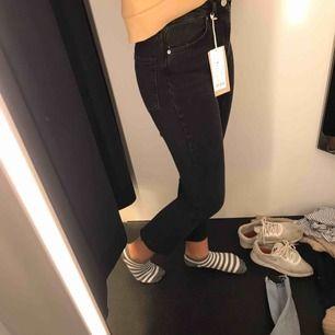 Snygga jeans från Gina Tricot. Säljes då de inte kommer till användning längre. Köparen står för frakt