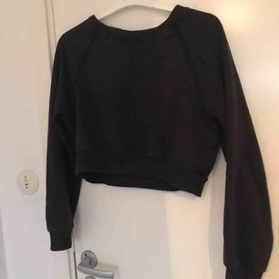 Mörkgrön sweatshirt från bikbok