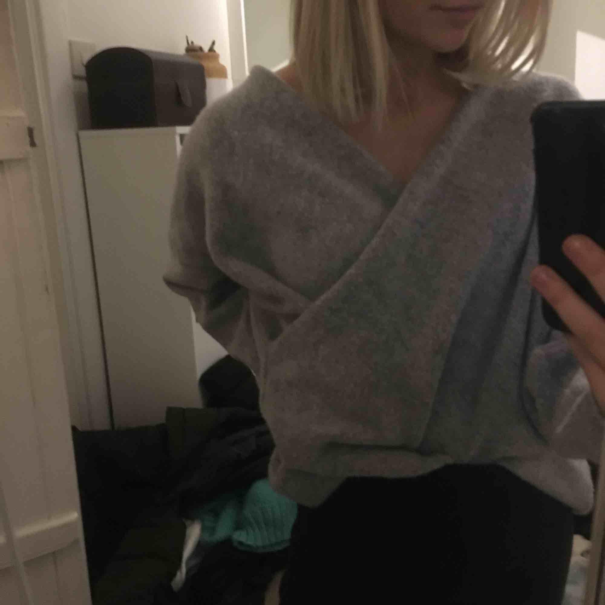 Stickad tröja från Gina!! Såå snygg till ett par jeans!!🥺🥺🥰🥰😜🙏🌈. Stickat.