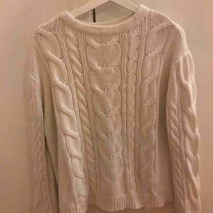 Jätte fin och skön tröja från Lager157. Köpt för inte så länge sen och använd endast 1 gång då det inte är min storlek. Har ett jätte fint mönster.