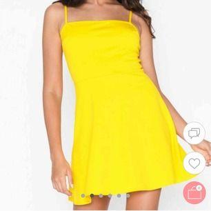 Jättefin gul klänning. Köpt på Nelly.com för någon månad sedan då jag skulle va Laa-Laa på min inspark:) så den är bara använd en kväll💛