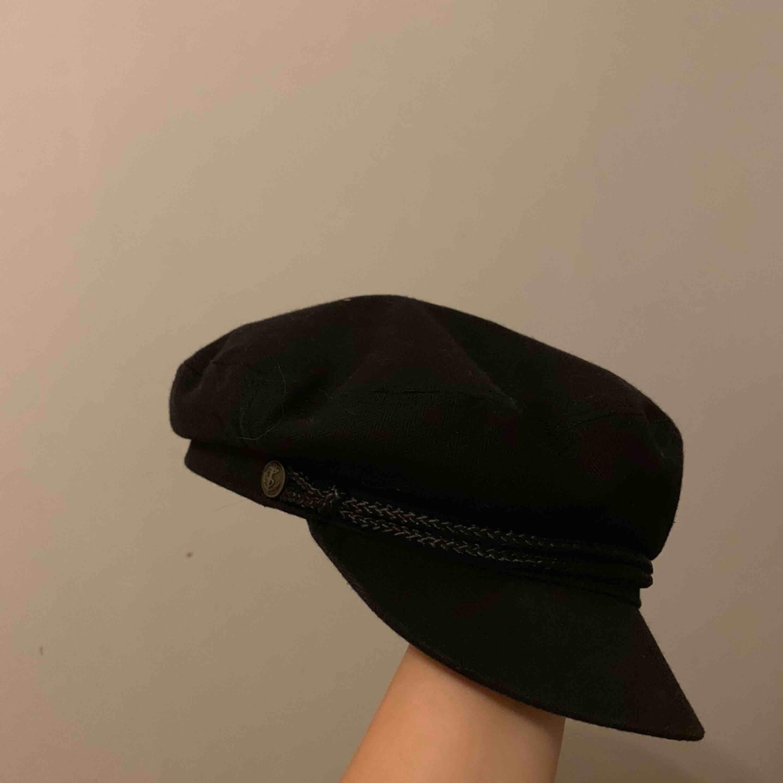 Brixton flat cap mössa,  orginalpris: 499kr I vääldigt bra skick!!. Accessoarer.