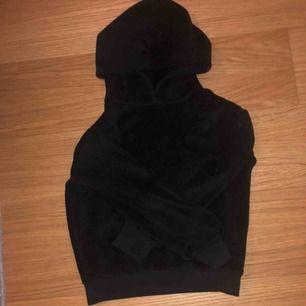 Jättefin mysig hoodie från Cubus!😊 jättefint skick då jag använt den någon enstaka gång😊 säljs pga för liten