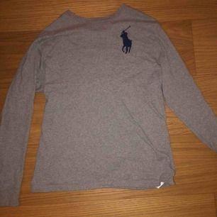 Jättefin Ralph Lauren tröja från Kidsbrandstore! Strl 158/164 men mer som en XS😊en  3:a på baksidan!