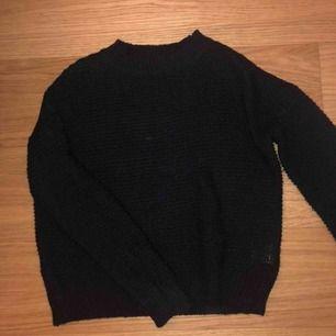 Svart stickad tröja från lager 157, superfint skick😊 inte använd många gånger