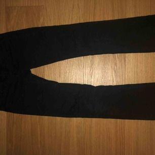 Svarta rippade bootcut jeans från Kappahl! Superfint skick😊 använd få gånger