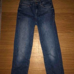 Blåa jeans, raka hela vägen😊 skriv privat för mer bilder och passform