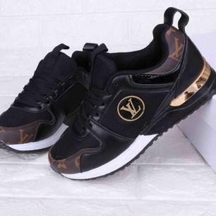 Säljer mina Louis Vuitton skor som är i bra kopior! Oanvända och fina. Köpare står för frakt