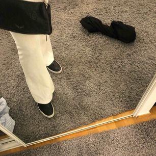 """Skor från vagabond. Köpte för 1000 kr, använt nåra få gånger men själv """"sulan"""" under det svarta är vit. Kan mötas i Stockholm, annars fraktar jag! Skriv gärna för mer bilder eller frågor💖💖"""