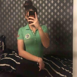 Grön Napapijri T-shirt  Bra skick