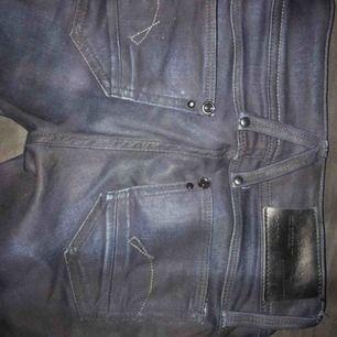 Ett par G-star Raw jeans  Mörk blåa/svarta detaljer  Aldrig använda (för små På mig)