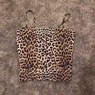 Populärt linne från Gina Tricot i storleken S.  (Aldrig använd) Ansvarar inte för frakt eller postens slarv.