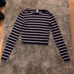 Långärmad tröja från märket Hm i storleken S (Använd ett fåtal gånger)  Ansvarar inte för frakt eller postens slarv.