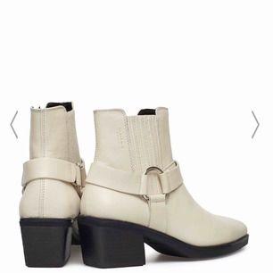 Helt nya skor från Vagabond i toppskick. Aldrig använda då storleken inte passat.  Originalpriset är 1400kr.