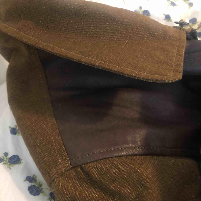Säljer en as cool jacka! Köpt på sellpy för 350kr☺️ den är tyvärr lite för stor för mig och därför säljer jag den! Finns i Malung men kan skickas mot fraktkostnad!. Jackor.