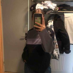 Säljer en tröja som jag köpt på humana i Stockholm, priset är 100kr med frakten inkluderad!