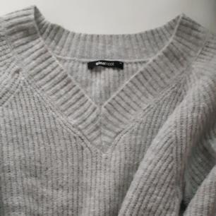 Säljer en Stickad tröja, från Ginatricot i storlek XS men passar dessutom S och M. I väldigt bra skick. Säljer för att den inte kommer till använding längre.