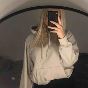 Jätte fin bige grå hoodie från H&M Inprincip ny Köparen står för frakten , lite over size