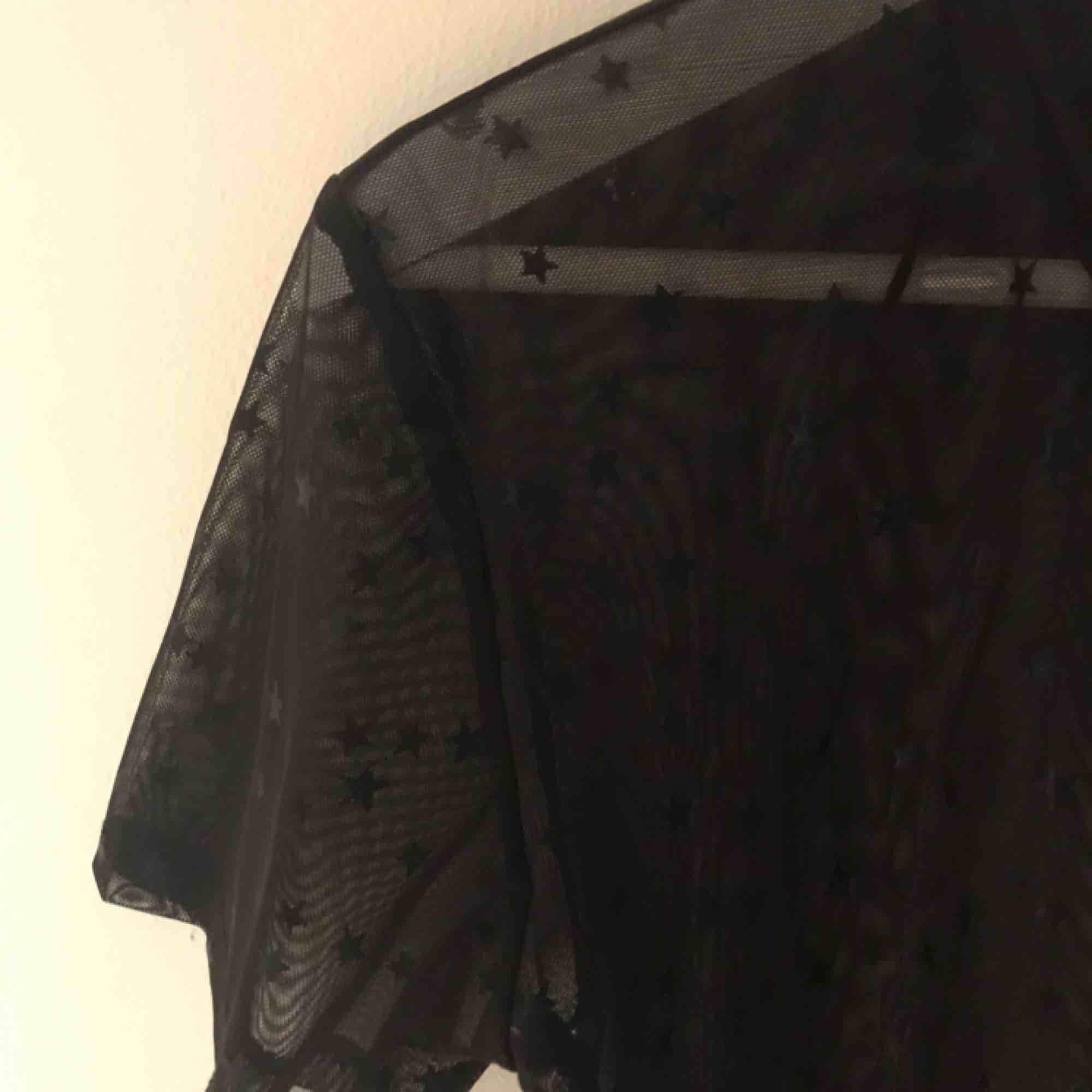 Snygg mesh tröja med stjärnor! ⭐️. Blusar.