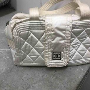 Chanel vintage sportbag, köpt hos Olivers Archive, kvitto, dustbag och äkthetsbevis finns. Frakt 63:-