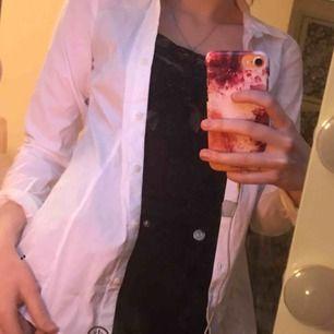 Snygg basic skjorta fr hm🥰 endast anv en gång!