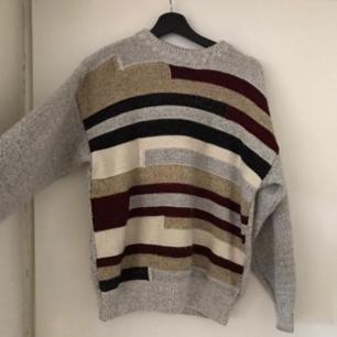 Säljer denna fina stickade tröjan med unikt mönster, den är mjuk och inte alls stickig! ❤