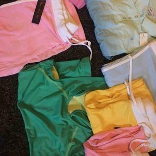 Klädpåsar! Allt helt nytt! Träning/mys!  Träningslinnen med brottartygg, pikétröja, mysiga träningsbyxor, tighta träningstights,  Allt i färgerna Rosa - ljusblå - svart (träningstights) Finns i storlekar Small/medium/large/xlarge